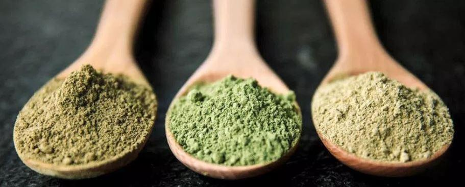 Green Kratom and other strains in powder form